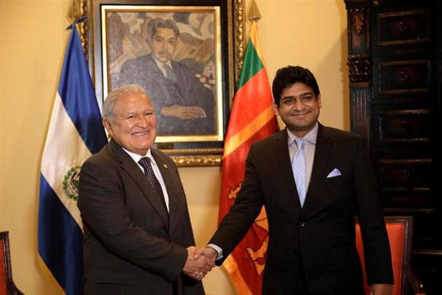 Hon._State_Minister_with_the_President_of_El_Salvador_Small